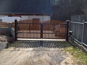 Stavby Hladík - křídlová brána
